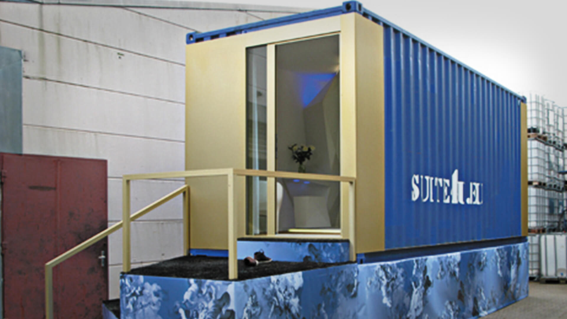 "Container hotel ""suite4you"""